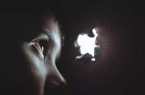 偷窥=变态?心理专家解读偷窥者的内心世界