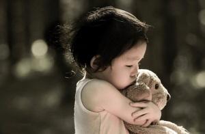 """当孩子要求""""抱抱""""时,他实际是在要求什么?"""