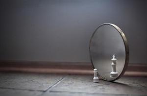 """""""照镜子""""法:解决你的人际关系烦恼"""