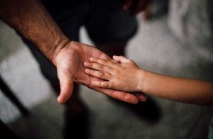 孩子撒谎、偷钱,家长该如何应对?